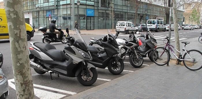 Las motos que quieran estacionar en la zona deberán hacerlo en uno de los estacionamientos habilitados a tal efecto.