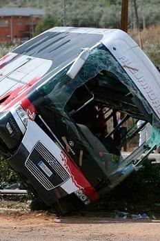 Los forenses han identificado a las 13 víctimas del accidente de autocar de Freginals.