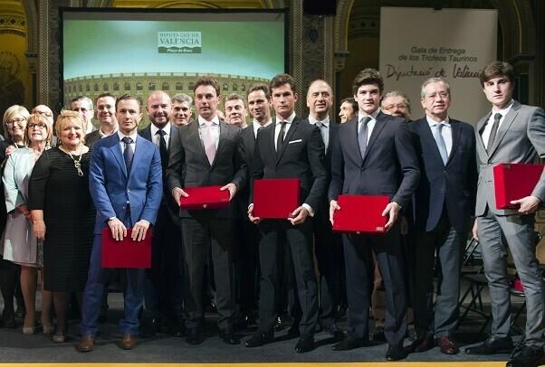 Los triunfadores de 2015 recogen los galardones taurinos de la Diputación en La Beneficència (Foto-Abulaila).