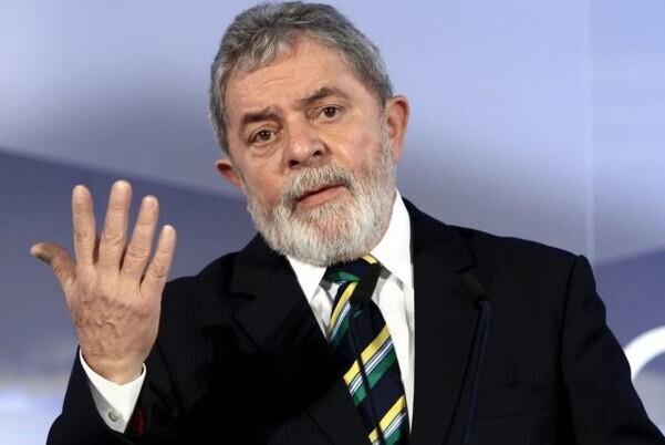 Lula asume como jefe de Gabinete de Rousseff lo que le otorga impunidad para ser enjuiciado.