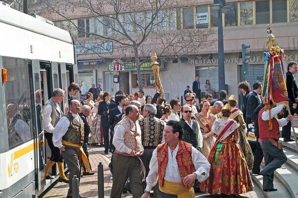 Metrovalencia realiza 12.170 viajes contratados por falleros para acudir a la Ofrenda de Flores.