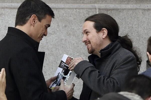 """Pedro Sánchez apuesta por la """"vía 199"""" con un Ejecutivo compuesto por el PSOE, Podemos y Ciudadanos."""