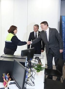 Puig visitó las dependencias de la Policía Local.