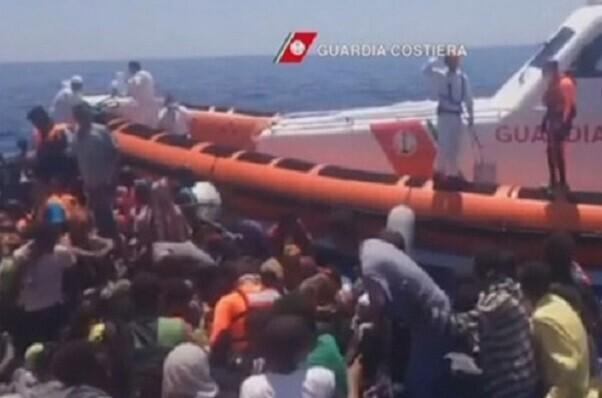 Rescatan a 1.467 inmigrantes en el Canal de Sicilia en doce operaciones.