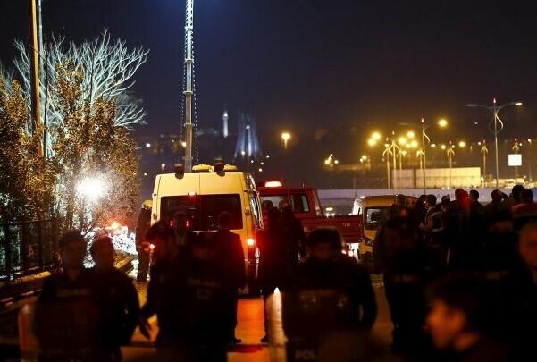 Tres militares muertos y 24 heridos en un ataque con coche bomba en Turquía.