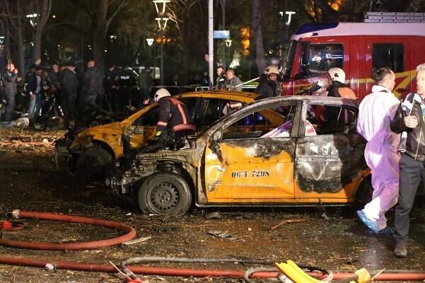 Un coche bomba en el centro de Ankara causa al menos 27 muertos y 75 heridos.
