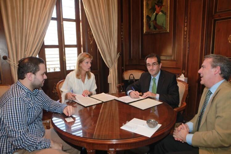 firma convenio IBERDROLA