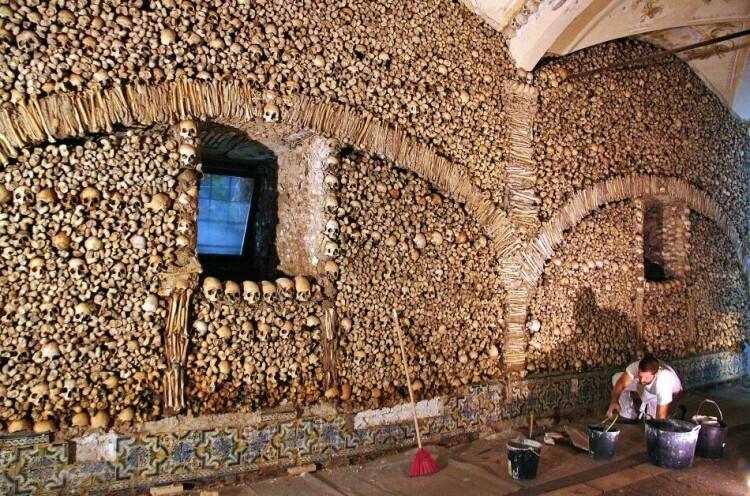la-capilla-de-los-huesos-1
