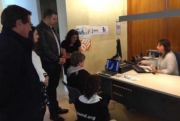 Aigües de Cullera incorpora el servicio de atención al cliente para personas sordas gracias a un acuerdo con la Fundación Fesord CV.