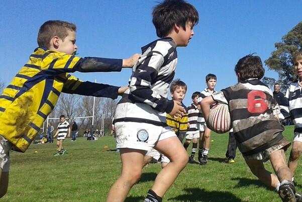 Arranca el proyecto educativo 'Pantera' que promoverá los valores del rugby entre 800 niños valencianos.