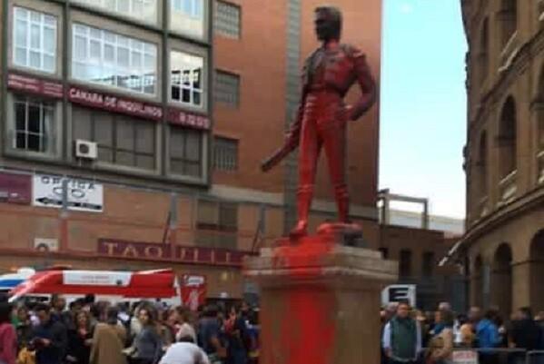 Ciudadanos solicita un informe sobre los actos vandálicos en el interior y exterior de la Plaza de Toros.