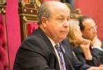 Dimite el alcalde de Granada por su presunta implicación en una trama de corrupción urbanística.