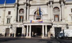 El Ayuntamiento de Valencia ha amanecido hoy con los colores de la República fundidos con los de la Senyera  (1)