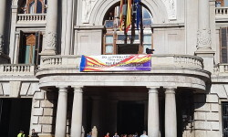 El Ayuntamiento de Valencia ha amanecido hoy con los colores de la República fundidos con los de la Senyera  (10)