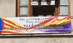 El Ayuntamiento de Valencia ha amanecido hoy con los colores de la República fundidos con los de la Senyera  (4)