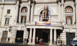 El Ayuntamiento de Valencia ha amanecido hoy con los colores de la República fundidos con los de la Senyera  (5)