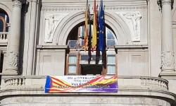 El Ayuntamiento de Valencia ha amanecido hoy con los colores de la República fundidos con los de la Senyera  (6)