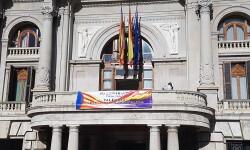 El Ayuntamiento de Valencia ha amanecido hoy con los colores de la República fundidos con los de la Senyera  (8)