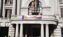 El Ayuntamiento de Valencia ha amanecido hoy con los colores de la República fundidos con los de la Senyera  (9)