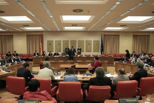 El Congreso constituye formalmente la Diputación Permanente con Podemos fuera de la Mesa.