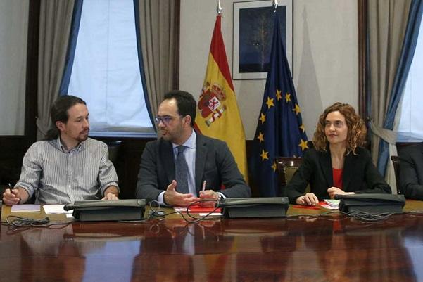 """El PSOE insiste en un gobierno tripartito pese a que Ciudadanos indica que """"no ve posible"""" un acuerdo con Podemos."""