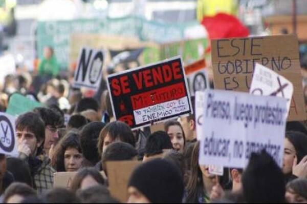 El Sindicato de Estudiantes convoca una huelga de 48 horas exigiendo la derogación de la LOMCE y el 'decreto 3+2'.