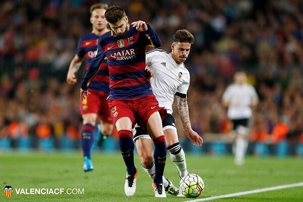 El Valencia CF logra tres puntos de oro al vencer al Barcelona (1-2). (Foto-Lázaro de la Peña).