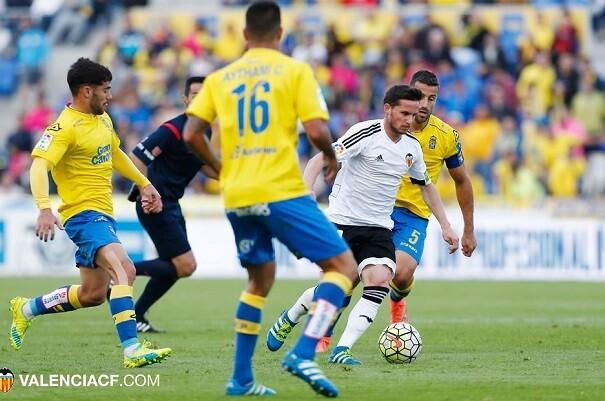 El Valencia pierde ante Las Palmas y se queda al borde del descenso (2-1).