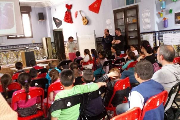 El colegio Santiago Apóstol del Cabanyal instala iluminación eficiente.