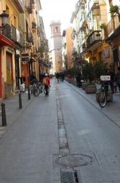 El concejal Giuseppe Grezzi informó al vecindario sobre la peatonalización de la zona.