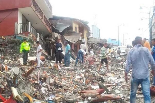 El gobierno de Ecuador eleva a 272 el balance de muertos por el terremoto.