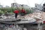 El gobierno de Ecuador eleva a 413 el número de fallecidos por el terremoto.