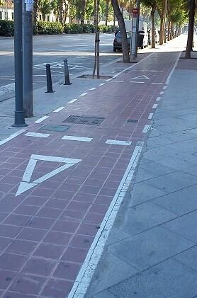 El proyecto incluye varios tramos que, con un ancho de 2,50 metros, se sitúan a cota de calzada.