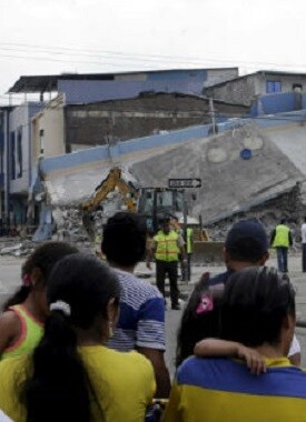 España envió esta mañana a Ecuador un equipo de 50 miembros de la unidad militar de emergencia.