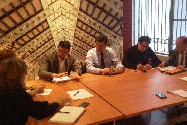 Fernando Giner, Narciso Estellés y la Agrupación de Ciutat Vella de Ciudadanos se reúnen con el Mercado Central.