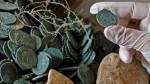 Hallan-en-Tomares-19-anforas-con-600-kilos-de-monedas-de-bronce_image648_365