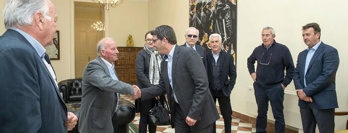 Jorge Rodríguez con representantes del Tribunal de las Aguas. (Foto-Abulaila).