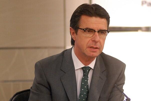 José Manuel Soria presenta su renuncia como ministro de Industria.