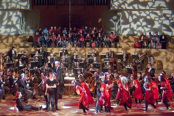L'OV i 50 ballarins d'ESO interpeten 'Romeu i Julieta' de Prokçofiev per a les famílies al Palau. (Foto-Eva Ripoll-Archivo Palau de la Música).