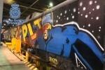 La Policía Nacional detiene a 20 grafiteros por deterioros valorados en más de un millón de euros en trenes.