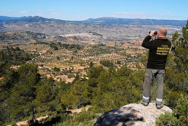Las brigadas forestales de Impuls Econòmic Local incrementan un 18 por ciento su jornada de trabajo para prevenir incendios.