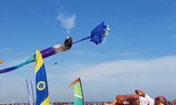 Las playas de Valencia se llenan de cometas en el 19 del Festival Internacional del Viento (6)