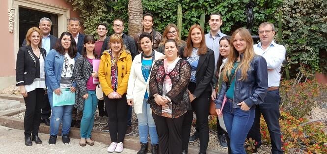 Los alumnos del Programa Integral de Cualificación y Empleo de la Cámara de Comercio de Alicante visitaron las instalaciones de la compañía gestora del ciclo integral del agua.