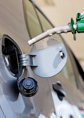 Los carburantes cuestan en España menos que la media de la UE y la zona euro.