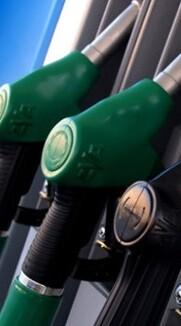 Los precios de los carburantes subieron este mes menos.