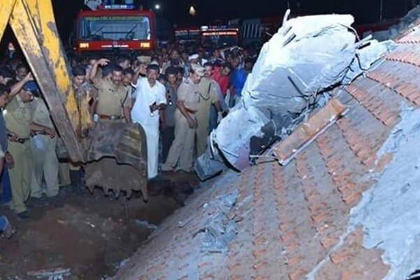 Más de 100 muertos y cerca de 300 heridos al incendiarse un templo al sur de la India.