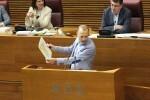 Marí insta a Puig a 'decidir si nada en la ambigüedad para seguir en el cargo y no enfadar a Compromís o defiende los símbolos valencianos'.