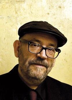Ordóñez es escritor y crítico teatral del periódico El País.