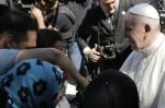 Papa Francisco acoge a 12 refugiados sirios en Roma.