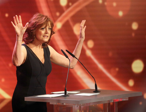US actress Susan Sarandon cheers on stage next  during the 50th Golden Camera Award (Goldene Kamera) ceremony in Hamburg, Germany, 27 February 2015. Sarandon was awardede in the category 'life work international'. Photo: Christian Charisius/dpa